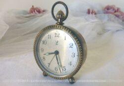 Ancien petit réveil Jaz métal laiton pour décoration.