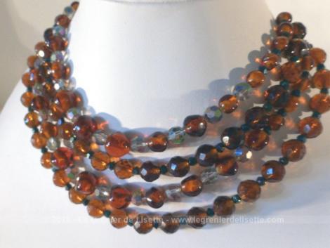 Ancien collier perles de verres couleur ambre sur 4 rangs.