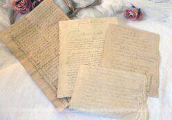 Quatre anciens courriers de différents formats, tous datés de 1874 et écrits à la plume en sépia.