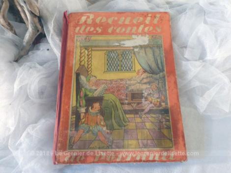 """Ancien livre """"Recueil des contes de Perrault"""" de 1936."""