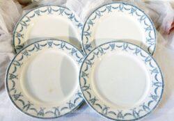 Lot de 4 assiettes en Sarreguemines Digoin, modèle Les Thermes aux beaux dessins de guirlande de couronnes de lauriers .