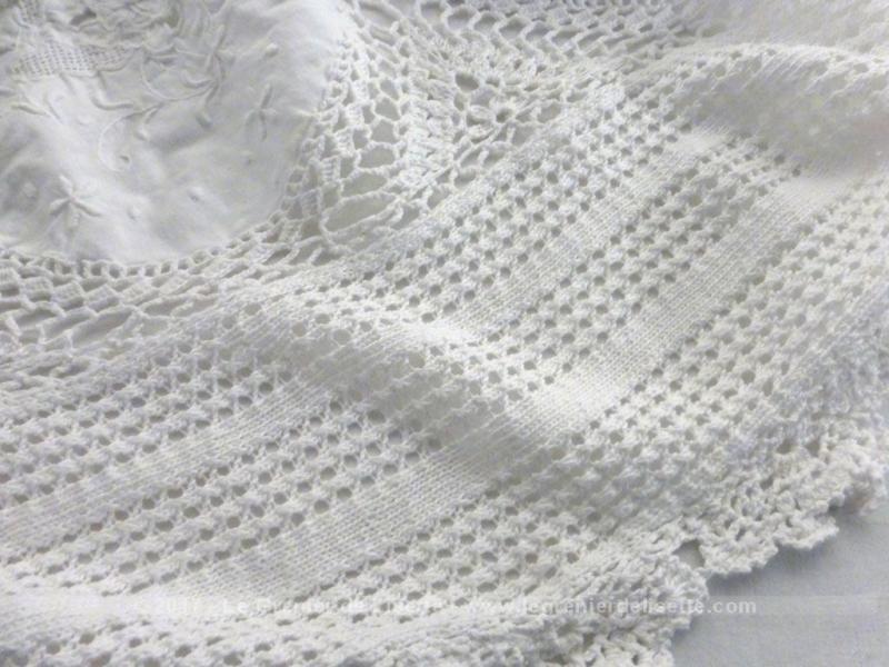 ancienne nappe ou couvre lit fait main dentelles et broderies le grenier de lisette. Black Bedroom Furniture Sets. Home Design Ideas