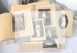 Voici 5 photos anciennes de Communion Solennelle datant du début jusqu'à la moitié du siècle dernier. Ces photos seront à vous et donc libres de droit. C'est pour cela qu'elles vous apparaissent floutées afin de ne pas être copiées !!
