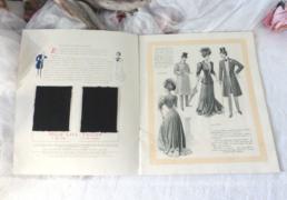"""Ancien Livret de 1905 sur 16 page de """"La journée d'une parisienne au XXe siècle par High Life Tailor""""."""