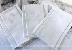 Lot de 3 anciennes serviettes en coton damassé brodées des monogrammes LP.