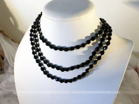 Ancien collier sautoir de 135 cm en petites perles à facettes en pierre d'onyx.