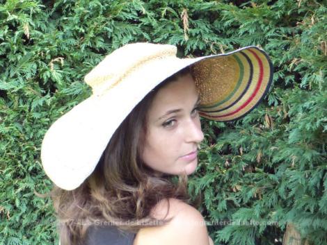 """Superbe chapeau au style provençal """"niçois"""" à porter ou à mettre en décoration.."""