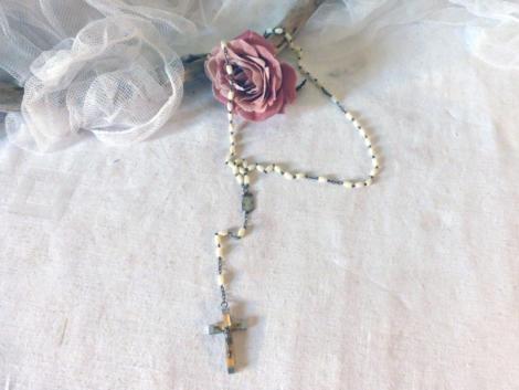Ancien chapelet de la ville de Lourdes avec croix datée au dos de l'année 1958.