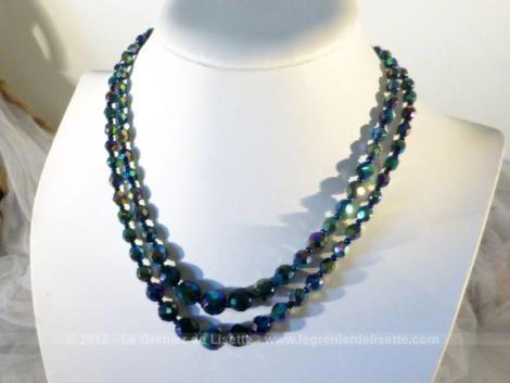Ancien collier double rangs perles de verre bleues à facettes datant des années 60.