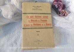 """Ancien livre """"Ce que doivent savoir les Blessés du Poumon et toutes les victimes de la Guerre"""" de Albert Delsuc, daté de 1930 et se rapportant aux blessés de la 1ere guerre mondiale."""