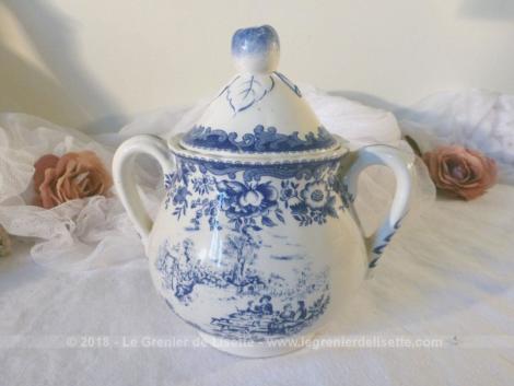Ancien sucrier estampillé Luneville aux beaux dessins bleus façon porcelaine anglaise.