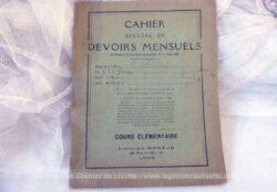 Cahier de devoirs mensuels datant des années 30/40 avec classement.