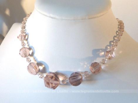 Superbe collier ras de cou en perles de verre rose à facettes