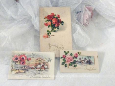 """Trois cartes postales anciennes avec dessins de fleurs pour la """"Bonne Année"""" et datant des années 30/40."""