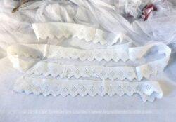 Trio de bandes de coton brodé aux triangles, deux de 46 et une de 110 cm.