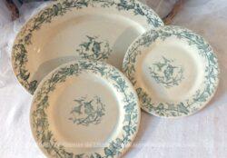Trio de vaisselle composé d'une petite et grande assiette et d'un saladier ovale le tout en Porcelaine Opaque craquelée de Gien, modèle Aviary , aux beaux dessins d'oiseaux.