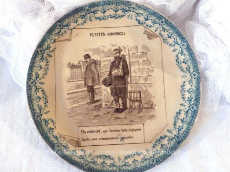 """Datant de la fin XIX°, voici un ancienne petite assiette parlante de la série """"Petites Annonces""""."""