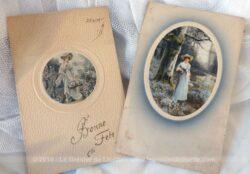 Lot de 2 anciennes cartes avec petit cadre de dessins de femme datant du début siècle dernier.