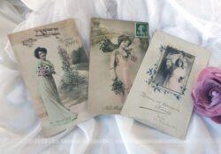 Lot de 3 anciennes cartes femmes fleurs Bonne Année début siècle dernier.