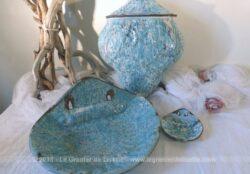 Ancien ensemble émaillé avec sa fontaine, partie haute et basse et son porte savon assorti.