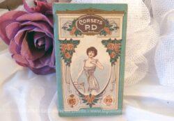 """Voici un petit agenda publicitaire des """"Corsets PD"""" pour l'année 1913."""