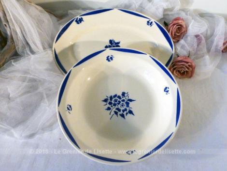 """Grand saladier et son plat creux en demi-porcelaine Badonviller avec motif bleu """"Fleurs de Campagne""""."""