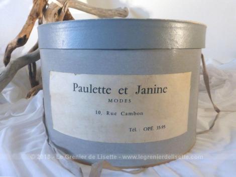 """Ancienne boite de transport en carton pour chapeaux de la boutique """"Paulette et Janine"""" ."""