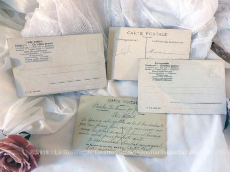 Lot de 4 cartes postales anciennes représentant des scénettes d'amoureux.
