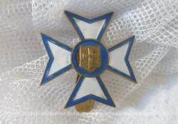 Ancien insigne religieux, peut-être de Lourdes.