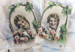 Deux cartes postales anciennes colorisées de Bonne Fête représentant une même femme, mais avec une position différente. Années 20/30.