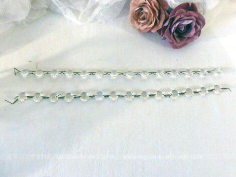 Lot de 28 anciennes pampilles forme diamant en cristal.