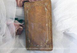 Ancien petit missel reliure cuir de 1910 avec pochette incorporée pour y placer le chapelet.