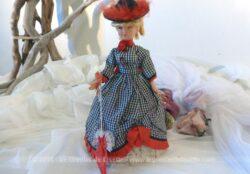 """Ancienne poupée de collection modèle La Parisienne, marque Babyflex portant le nom """"Lisette""""."""
