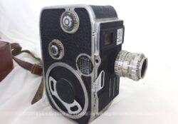 Ancienne caméra Paillard Bolex C8 et sa housse en cuir de fabrication Suisse dans les années 50, pour film en 8mm avec pour objectif un Berthiot Cinor.