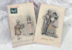 Datant du début du siècle dernier, voici deux anciennes cartes postales de dessins de couple pour souhaiter une Bonne Année.