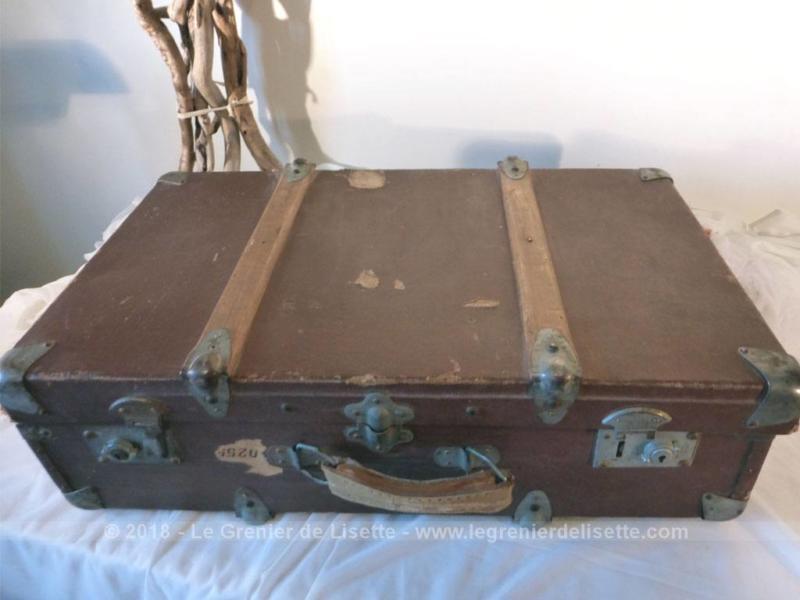 valise en bois Idéale en meuble de décoration, voici une ancienne belle valise en bois,  qui aimerait