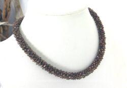 Collier torsadé aux perles irisées couleur ambré très original et mettra vraiment en valeur votre décolleté été comme hiver, ça c'est sûr !