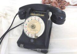 Ancien téléphone de collection avec boutons