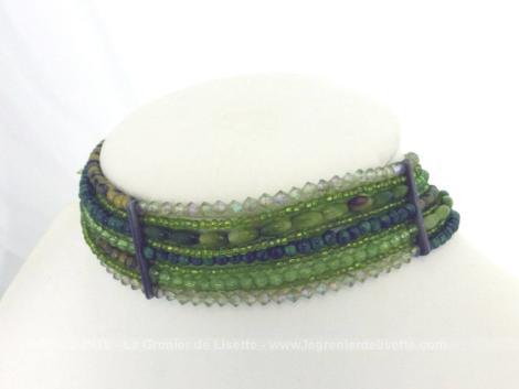 Collier ras de cou aux perles vertes original pour mettre en valeur votre décolleté été comme hiver !