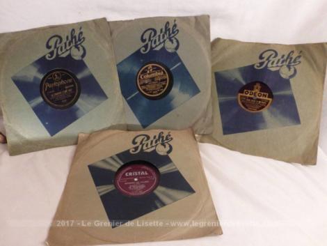 Quatre disques cire 78 T pochettes Pathé de couleur bleu et datant du début du siècle dernier pour tourne disque à aiguilles.