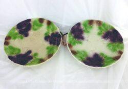 Duo d'assiettes barbotine aux raisin et feuilles de vigne.