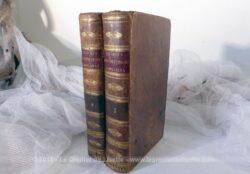 Voici deux anciens livres Projets d'Instruction de 1819, tome 3 et 4, superbes et très anciens livres à la belle reliure en cuir patinée de 200 ans !!!!
