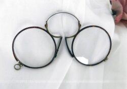 Ancienne paire de lorgnons ronds en métal.