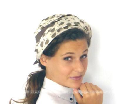 Authentique ancien chapeau vintage plis et noeud marron, à la forme de turban par un enchevêtrement de plis qui s'entrecroisent. Tour de tete 55/56