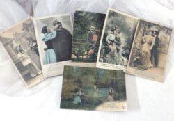 Six anciennes cartes postales de baisers et d'amoureux avec petites maximes écrites et datant du début XX°.