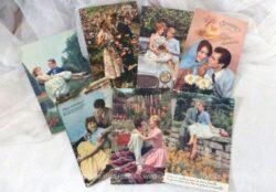 Sept cartes postales de couples d'amoureux des années 50/60, photos en couleur sur papier brillant et non écrites.