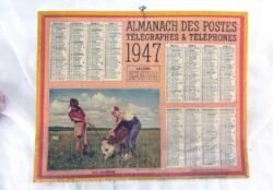 """Ancien almanach des Postes et Télégraphes de 1947 sur papier cartonné, avec photos """"Jeux Champêtres"""". Deux feuillets supplémentaires."""