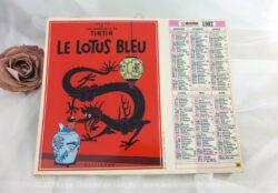 """Ancien almanach des Postes et Télégraphes de 1987 sur papier cartonné recto et verso, avec deux photos des Aventures de Tintin"""" et 8 feuilles intérieures."""