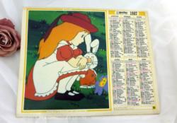 Ancien almanach des Postes et Télégraphes de 1987 sur papier cartonné recto et verso avec des dessins d'Alice au Pays des Merveilles. A l'intérieur des miniatures de dessins d'Alice. Pas de feuilles intérieures