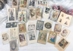 """Lot de 25 petites images pieuses des années 30 à 40, souvenirs de """"Première Communion"""" et de """"Communion Solennelle"""", pour la plupart."""